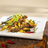 Beef sirloin with vegetables and chili peppers