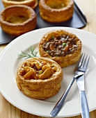 Vol-au-vents with chicken curry and with beef