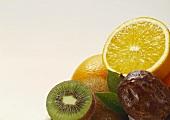 Drei verschiedene tropische Früchte