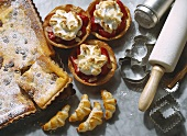 Strawberry tartlets & tray-baked cake