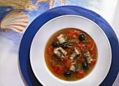 Frische Aalsuppe mit Tomaten