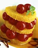 Orangen und Kirschen als Dessert angerichtet
