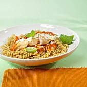 Wholemeal noodles with turkey escalope, cut up