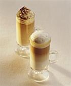 Latte Macchiatio und Milchkaffee mit Sahnehaube