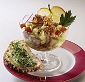 Würziger Apfelsalat mit Walnüssen & Butterbrot mit Kresse