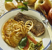 Rump steak with onion and apple gratin