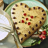Heart-shaped cake, Christmas decoration