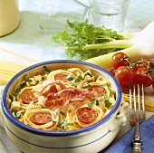 Pasta and fennel bake with tomatoes and bacon
