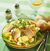 Warmer Kartoffelsalat mit Forellenfilet