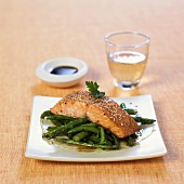 Salmon fillet with sesame seeds on green asparagus & beans