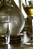 Detailansicht: Wasser- und Weissweinglas, Wasserkaraffe