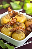 Baked apples with rashers of bacon