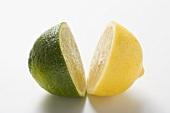 Eine Limettenhälfte und eine Zitronenhälfte