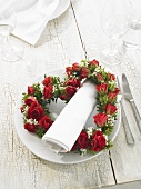 Napkin with heart of roses (table decoration)