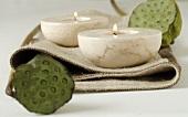Kerzenhalter mit Lotusblüten-Rückständen