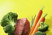 Rindfleisch, Brokkoli, Möhren und Rosmarin