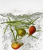 Birnen und Bohnen im kochenden Wasser