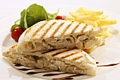 Toasted chicken sandwich with chips