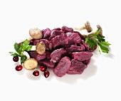 Hirschgulaschfleisch, Pilze und Preiselbeeren