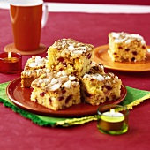 Sponge squares with dried fruit