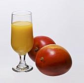 Mango juice and two mangos