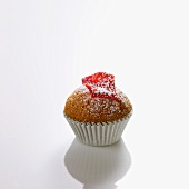 Mini-muffin with rose petal and icing sugar