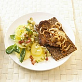 Thüringer Rostbrätel (pork & onions), potato & cucumber salad