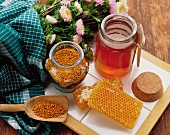 Honey, honeycomb and flower pollen