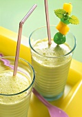 Kiwi fruit and mango yoghurt shake