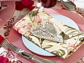 Place-setting with napkin & decorative heart with hanging loop