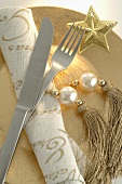 Gold Christmas place-setting