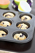 Blaubeermuffins in einer Muffinform