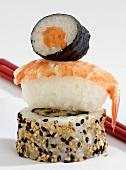 Nigiri- und Maki-Sushi und eine California Roll