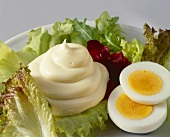Mixed salad leaves with mayonnaise and boiled egg