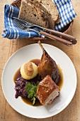 Ente mit Rotkohl und Kartoffelkloss (Bayern)