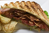 BLT sandwich, toasted, with crisps (close-up)