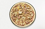 Tuna and onion pizza (unbaked)
