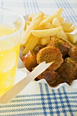 Currywurst (sausage with ketchup & curry powder) & chips, lemonade