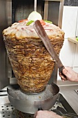 Slicing döner kebab