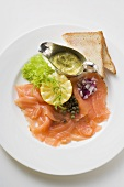Smoked salmon with capers, mustard & dill sauce and toast