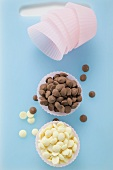 White and dark chocolate chips in pink paper cases