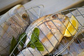 Fresh sea bream with bay leaves & lemon, for grilling
