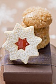 Jam-filled star biscuit and amaretti (Christmas)