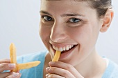Young woman eating chips
