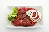 Raw minced beef with onion rings