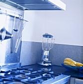 Gasherd, Mixer und Bananen