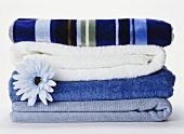 Gestapelte Handtücher