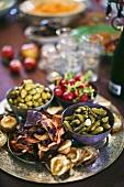 Vegetable crisps, gherkins, olives and radishes