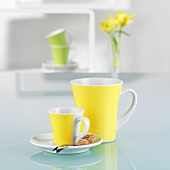 Coffee cups in spring colours (yellow, green)