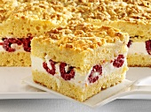 Crumble cake with quark and raspberry filling